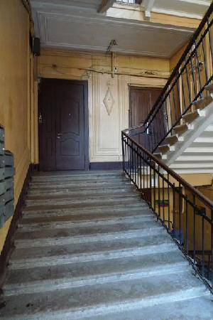 Nevsky Inn 1 Bed and Breakfast: stair to B&B front door