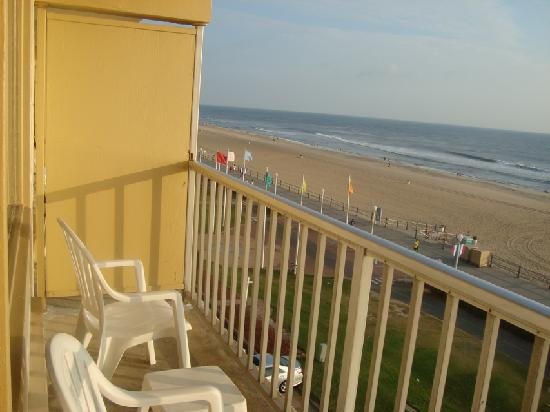 Travelodge By Wyndham Suites Virginia Beach Oceanfront Balcony View