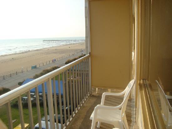 Peeling paint picture of travelodge suites virginia beach oceanfront virginia beach tripadvisor for Virginia beach suites oceanfront 2 bedroom