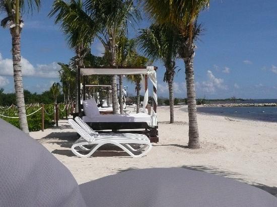 Hacienda Tres Rios Beach Beds And Lounge Chairs