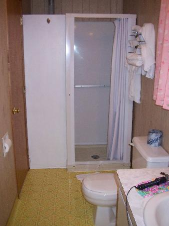 Hillcrest Motel: Bathroom