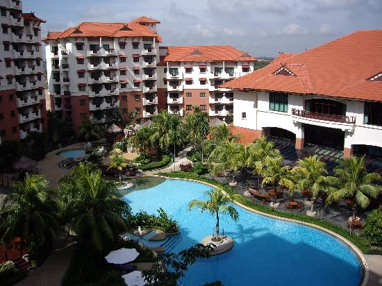Holiday Inn Resort Batam: Pool Area