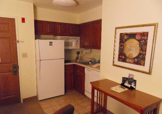 Sonesta ES Suites Columbia: Nice Kitchenette