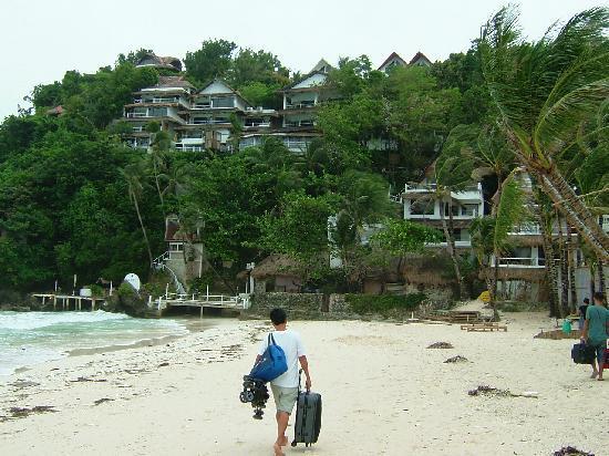 Artista Beach Villas: Some help needed to reach the resort