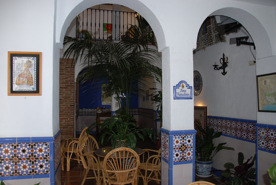 Hostal San Juan: patio de recepcion