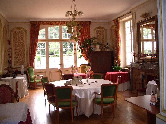 Château-Gontier, France : The breakfast room