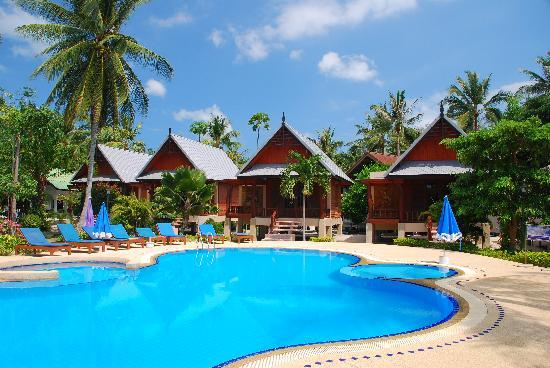 Dewshore Resort: Pool and Spacious Wooden Bungalows in Background