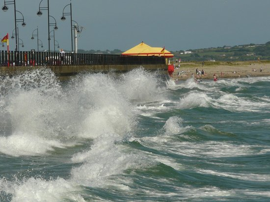 Beach Haven House: Waves at Tramore beach