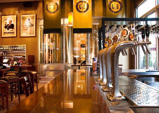 Gordon Biersch Brewery Restaurant: Bar