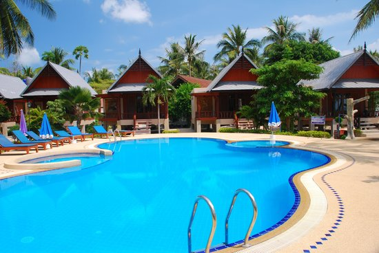 Dewshore Resort: Pool and R Bungalows