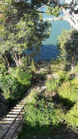 Lakeway Resort and Spa: Walkway near hot tub