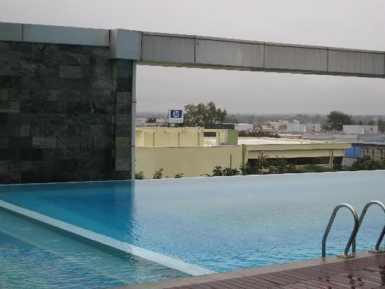 Crowne Plaza Bengaluru Electronics City: Pool