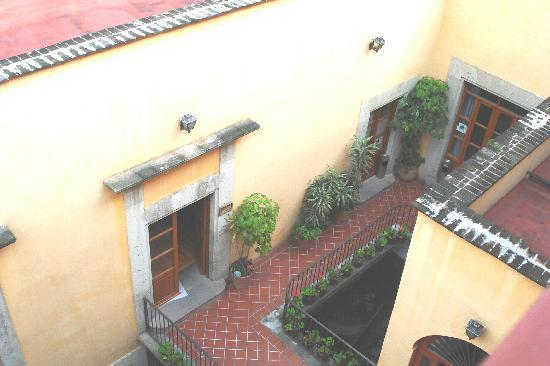 Hostel Moneda: Down Below - Rooftop View