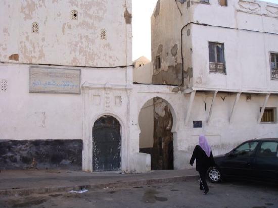 Dar Al Batoul : Entrance to tiny street, in the medina