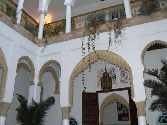 Dar Al Batoul: Center court