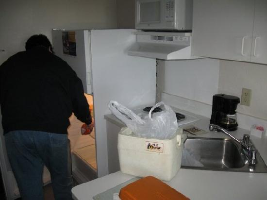 Extended Stay America - Rochester - North: kitchenette