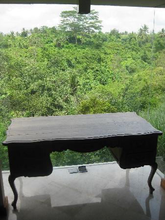 Amori Villas: room furniture