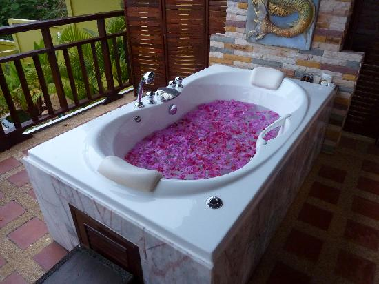 Sandalwood Luxury Villas: Jacuzzi, Sandalwood Villas Ko Samui