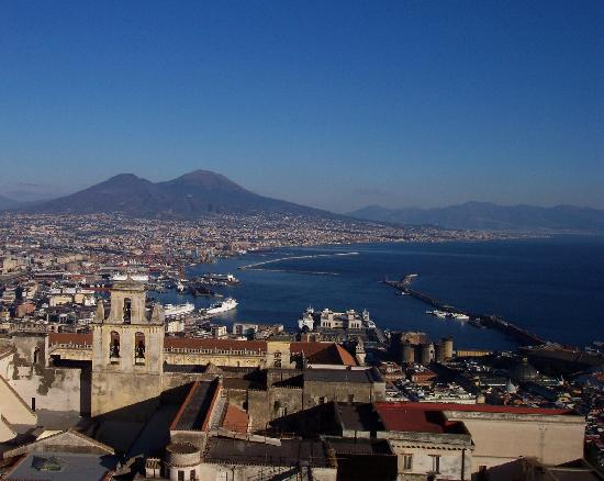 B&B La Bouganville: Naples, Vesuvius in the background from road to B&B