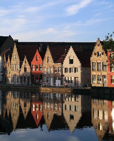 Hotel Ter Duinen: vista sul canale dall'hotel