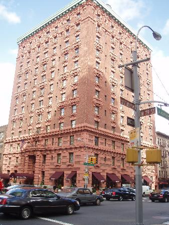 The Lucerne Hotel: Picture of the building