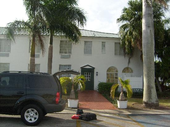 Clewiston Inn: Side entrance