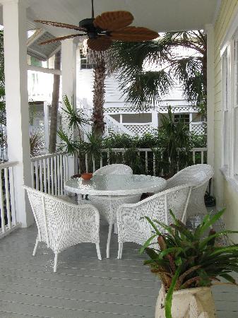 Bokeelia Tarpon Inn: Downstairs Porch