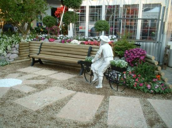 Senigallia, Italia: fiera del fiori.. ancora non sapevamo cosa ci sarebbe capitato girando l'angolo..
