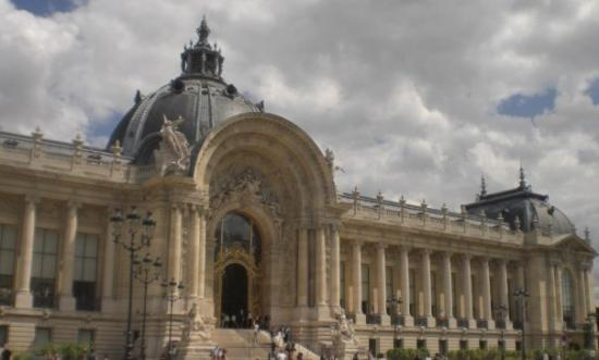 other side of the grand palais