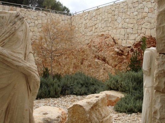 Museo de Israel: Original stone merge with new structures abound everywhere, all artistically and cleverly combin