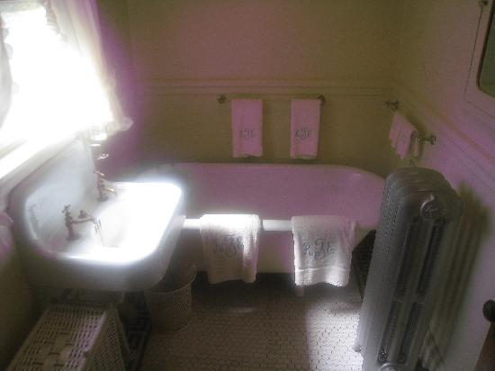 John F. Kennedy National Historic Site: Bathroom at JFK's Childhood Home