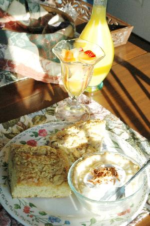 The Polly Harper Inn: Breakfast consisted of fruit, scones, cinnamon cake, and custard that was to die for!