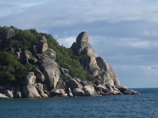 فريدوم بيتش ريزورت: Buddha rock or Taa Toh Rock