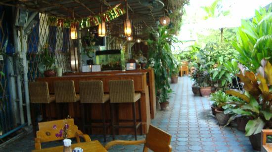 Viraporn's place : bar