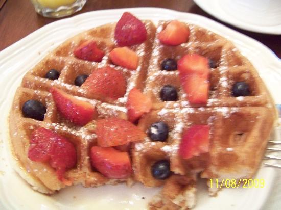 Sugar Magnolia Bed & Breakfast: Breakfast