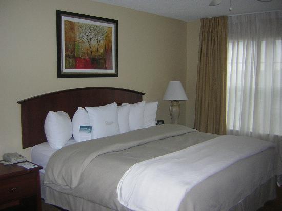 Homewood Suites by Hilton Mahwah: Schlafzimmer mit komfortablem King Size Bett