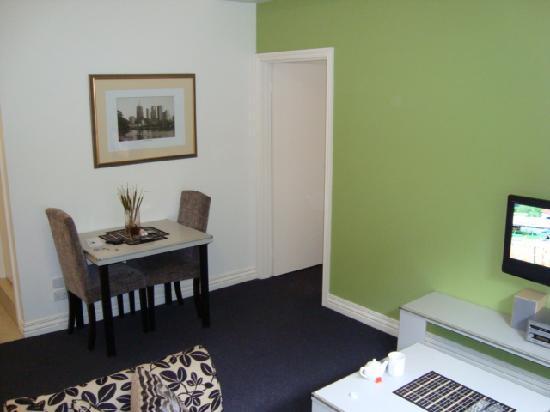 Adara Collins : lounge area