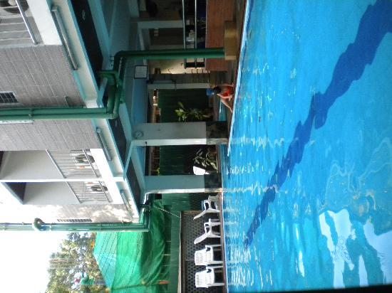 New Siam Guest House II: Piscina