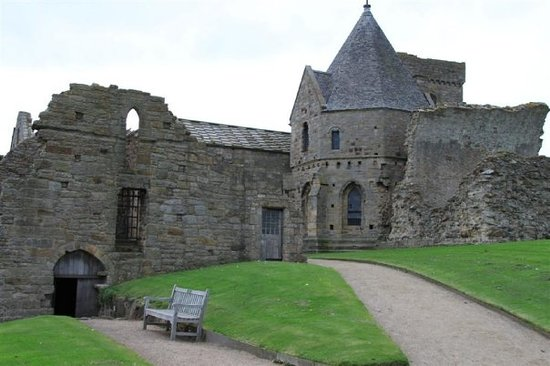 South Queensferry, UK: Inchcolm Abbey (dated 1100's)