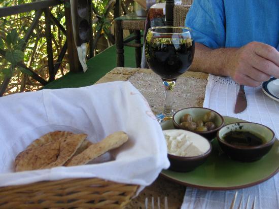 Alsancak - Karavas, Kıbrıs: Bellapias Abbey Restaurant