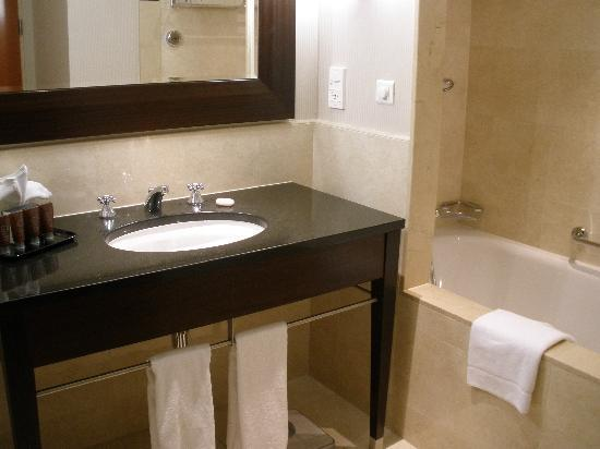 InterContinental Hotel Warsaw : baño