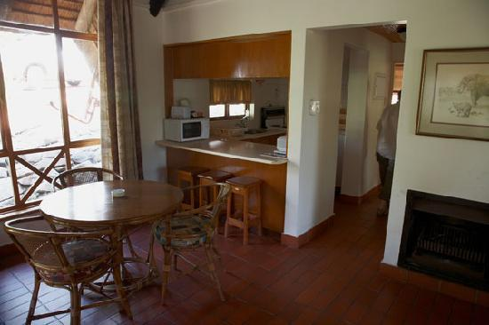 Ithala Game Reserve : Kitchen - Dining Area