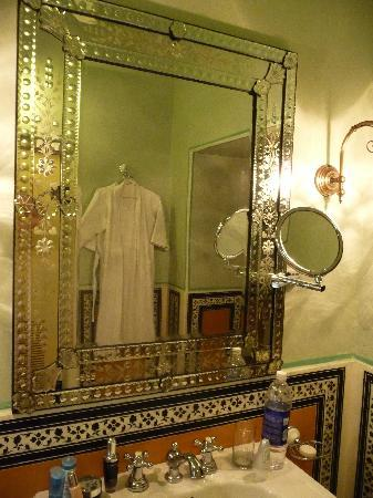 Chomu Palace Hotel: I wanted to take the mirror home !!