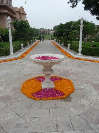 Chomu Palace Hotel: Marigolds and rose petals lined the pathways