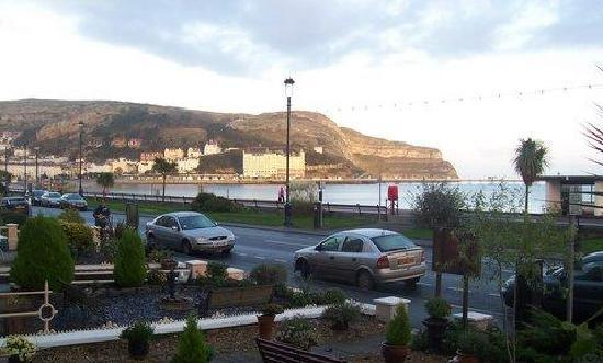 Can-y-Bae: The promenade, Llandudno, from Can y Bae.