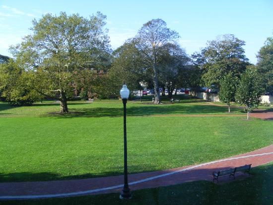 SeaCoast Inn: View of the park from our room