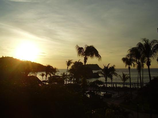 Barcelo Huatulco: Sunrise and view from room