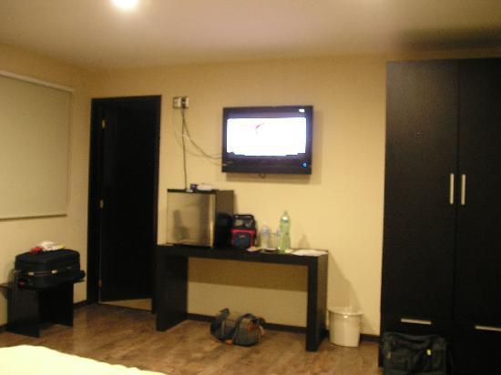 Terrasse Hotel: Tv plana y frigobar