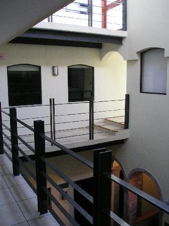 Terrasse Hotel: Espacio interior, hacia los cuartos