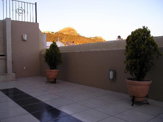 Terrasse Hotel: Terraza. Cerro de La Bufa, al fondo